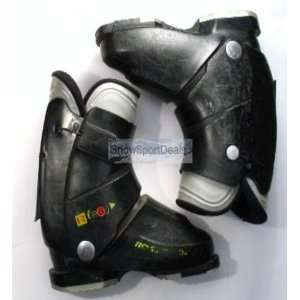 Used Rear Entry Rossignol R28 Teen Junior Ski Boot: Sports