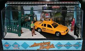 Graffiti Times Square Diorama & Ford NYC Taxi 1/64 Scale New York City