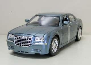 Chrysler 300 Diecast Model Car   Maisto   118 Scale   New in box