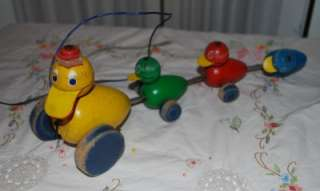 VINTAGE FISHER PRICE WOOD PULL TOY DUCKS IN A ROW OLD