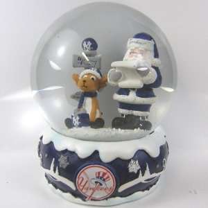 New York Yankees 2011 MLB Holiday Snow Globe