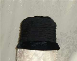 VTG. LADIES BLACK VELVET HAT W/ GATHERED NYLON