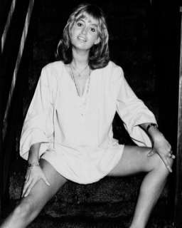 SUSAN GEORGE 8X10 LEGGY PIN UP PHOTO