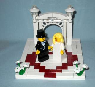 LEGO WEDDING ARCH CAKE TOPPER WITH HEART, BRIDE & GROOM
